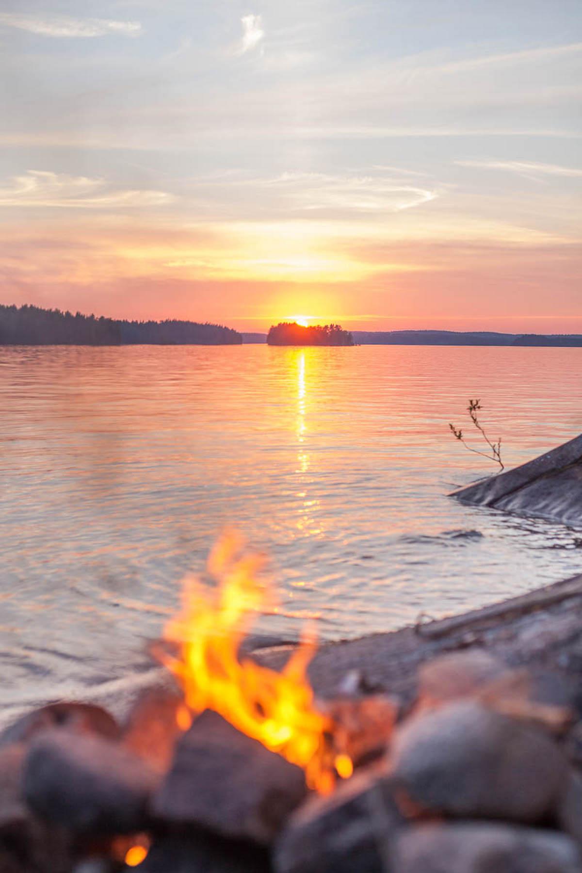 sunset-around-1am-in-Lapland-Nordic-Wisdom